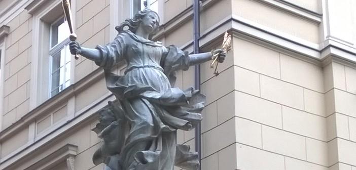Zniknęła korona z figury Matki Boskiej Łaskawej w Krakowie