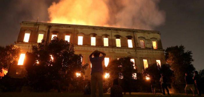 Pożar w Muzeum Narodowym w Rio de Janeiro