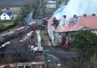 Pożar pałacu w Sieroszowicach. Co najmniej 3 miliony złotych strat