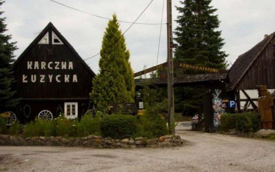 Karczma Łużycka w Buczynach (fot. http://www.szlak15poludnika.pl/PL/obiekt_turystyczny/szczegoly/641/86/Skansen_w_Buczynach/)